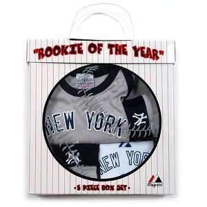 Athletic New York Yankees Newborn 5 Piece Gift Set