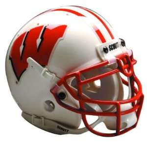 BADGERS OFFICIAL FULL SIZE SCHUTT FOOTBALL HELMET